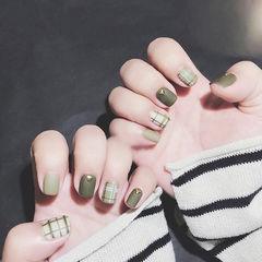 方圆形绿色格纹磨砂短指甲美甲图片