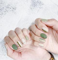 圆形绿色白色手绘线条美甲图片