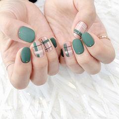 圆形绿色格纹磨砂美甲图片