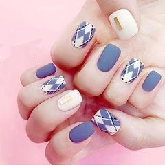 方圆形蓝色白色手绘菱形磨砂美甲图片