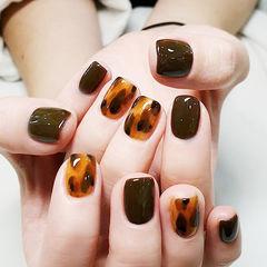 方圆形棕色晕染手绘秋天美甲图片