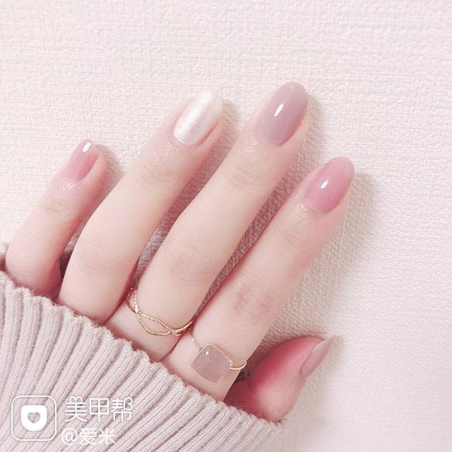 圆形粉色裸色跳色简约美甲图片