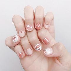 圆形粉色白色手绘短指甲美甲帮创办的CPMA技术体系日式美甲学校,全国连锁,想学美甲咨询微信:mjbyxs15美甲图片