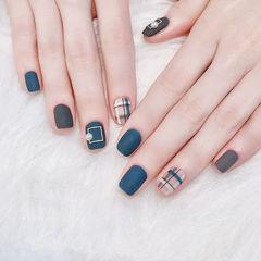 方圆形蓝色棕色格纹磨砂美甲图片