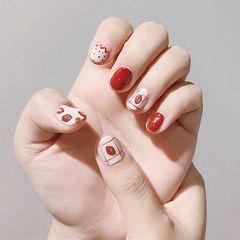 圆形红色白色手绘水果草莓短指甲美甲帮创办的CPMA技术体系日式美甲学校,全国连锁,想学美甲咨询微信:mjbyxs15美甲图片