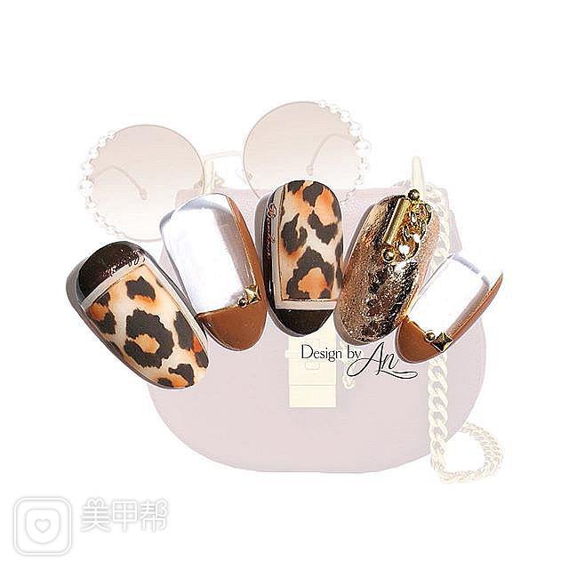 圆形棕色手绘豹纹金属饰品美甲图片