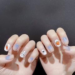 方圆形蓝色橙色渐变手绘兔子可爱美甲图片