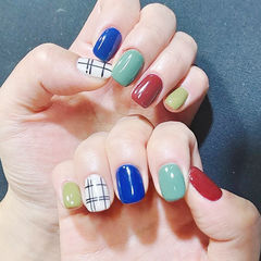 方圆形红色蓝色绿色白色格纹跳色美甲图片