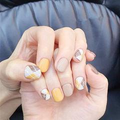 圆形黄色裸色手绘菱形美甲图片