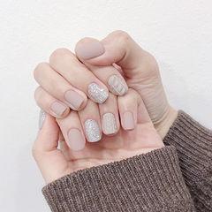 方圆形裸色银色毛衣纹磨砂美甲图片