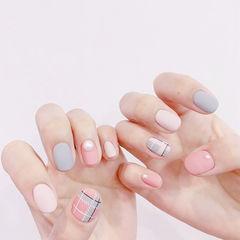 圆形蓝色粉色白色格纹珍珠跳色磨砂美甲图片