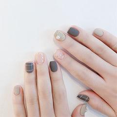 方圆形黑色灰色亮片磨砂短指甲美甲图片