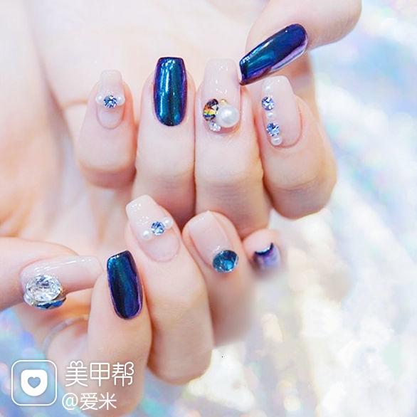 方圆形蓝色裸色珍珠钻镜面美甲图片