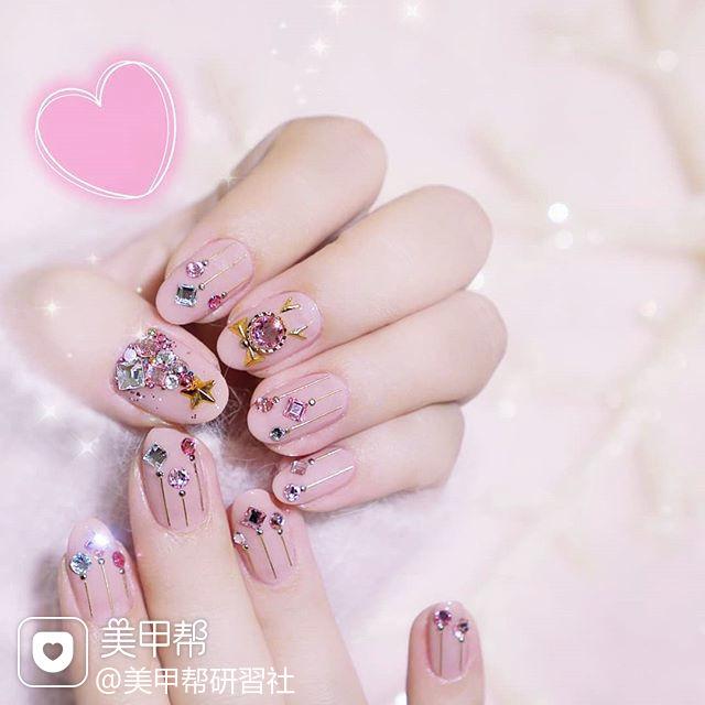 圆形粉色钻金属饰品圣诞全国连锁日式学校学美甲加微信:mjbyxs15美甲图片