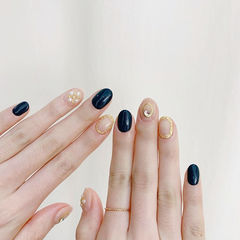 圆形黑色裸色金箔珍珠美甲图片