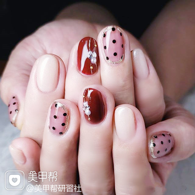 圆形红色白色波点珍珠全国连锁日式学校学美甲加微信:mjbyxs15美甲图片