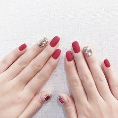 方圆形红色钻磨砂美甲图片