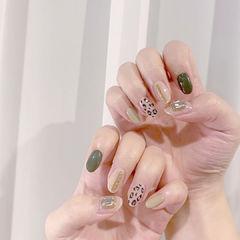 圆形绿色裸色手绘豹纹钻美甲图片