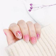 圆形粉色渐变贝壳片美甲图片
