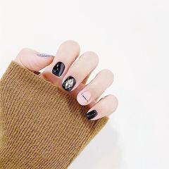 圆形黑色裸色金银线钻短指甲美甲图片