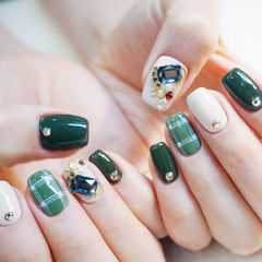 方圆形绿色白色格纹钻美甲图片