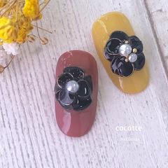圆形红色黄色黑色手绘花朵珍珠美甲图片
