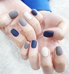 方圆形蓝色灰色白色跳色磨砂美甲图片