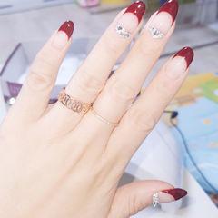 圆形红色钻法式新娘美甲图片