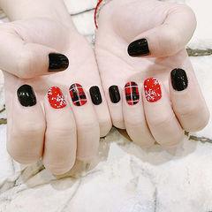 圆形黑色红色手绘格纹雪花美甲图片