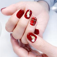 圆形红色手绘格纹金属饰品短指甲美甲图片