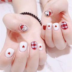方圆形红色白色手绘圣诞格纹短指甲史努比卡通美甲图片
