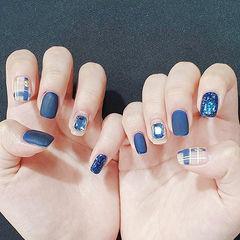 方圆形蓝色格纹磨砂钻美甲图片