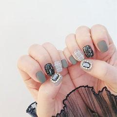 方圆形灰色黑色钻格纹磨砂美甲图片