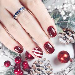 方圆形红色斜纹圣诞简约美甲图片