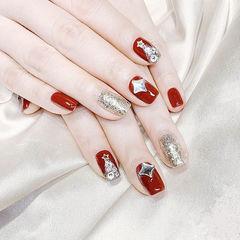 方圆形红色银色钻跳色圣诞显白美甲图片