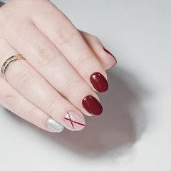圆形红色银色线条跳色简约美甲图片