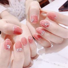 圆形粉色钻线条简约美甲图片