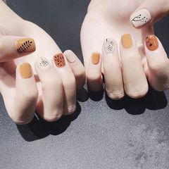 方圆形橙色黄色白色手绘树叶跳色短指甲美甲图片