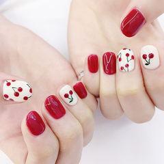 圆形红色白色手绘水果樱桃美甲图片