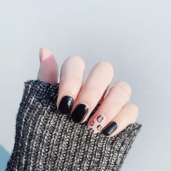 方圆形黑色白色手绘豹纹短指甲美甲图片