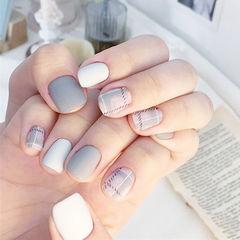 方圆形灰色白色格纹磨砂美甲图片