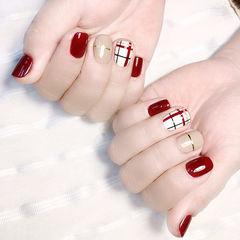 方圆形红色裸色金银线格纹美甲图片