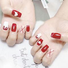 方圆形红色白色手绘心形线条美甲图片