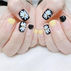 方圆形黄色黑色白色手绘花朵圆法式美甲图片