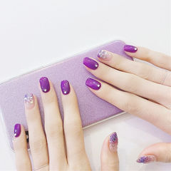 方圆形紫色银色渐变钻美甲图片