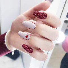 梯形白色红色心形砂糖粉新年美甲图片