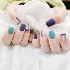 方圆形蓝色绿色线条磨砂美甲图片