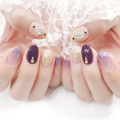 圆形紫色裸色渐变钻美甲图片