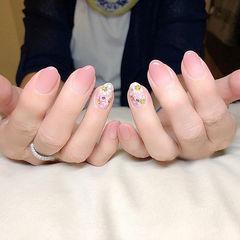 圆形粉色白色渐变手绘花朵全国连锁日式学校学美甲加微信:mjbyxs15美甲图片