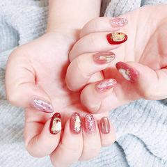 圆形红色金箔贝壳片新年美甲图片